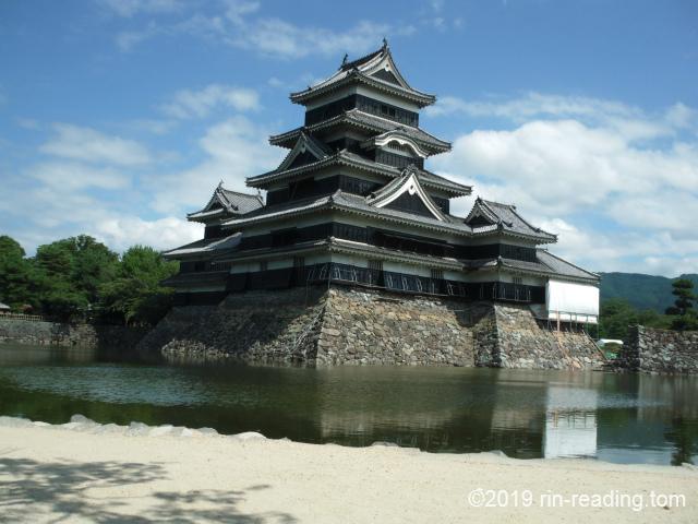 昼の松本城天守